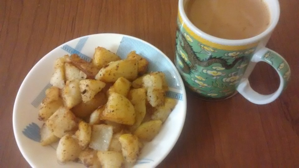 Fried Aloo Chat with Tea