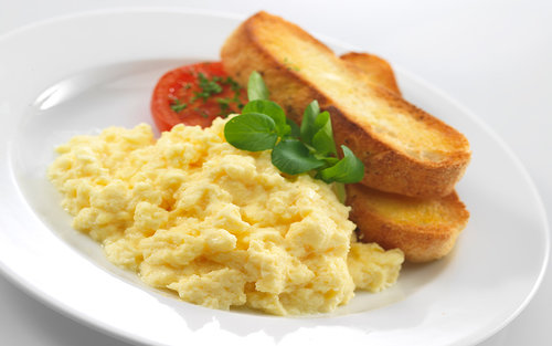 scrambled-eggs-with-toast